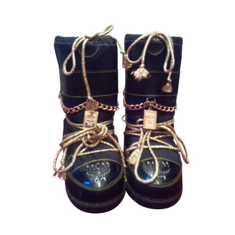 mcm moon boots von mcm schwarz gold neu second hand mcm moon boots von mcm schwarz gold neu. Black Bedroom Furniture Sets. Home Design Ideas