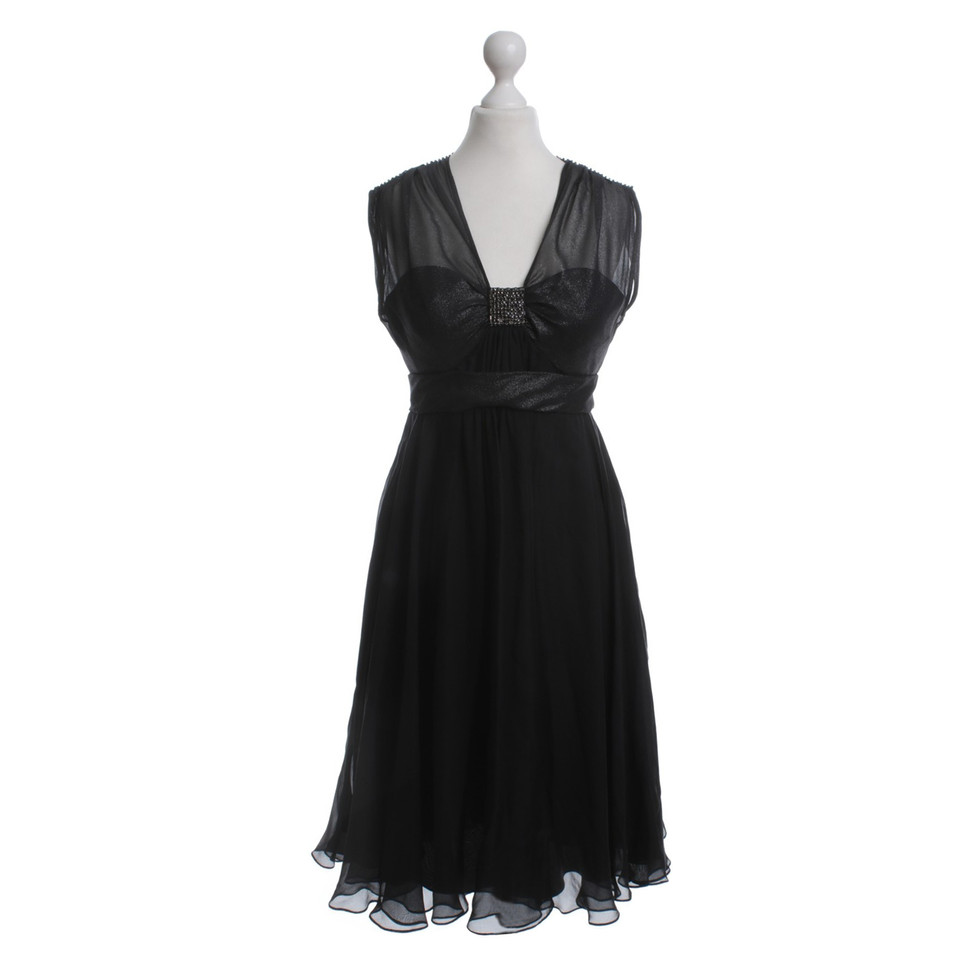 barbara schwarzer abendkleid mit brosche second hand barbara schwarzer abendkleid mit brosche. Black Bedroom Furniture Sets. Home Design Ideas