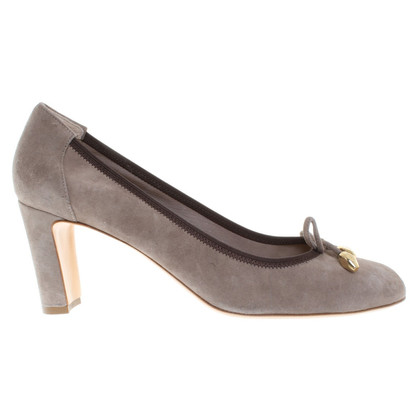 Konstantin Starke pumps a Gray