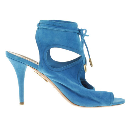 Aquazzura pumps in the city of Azurblau