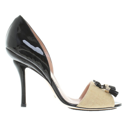 Armani pumps made of lacquered leather / linen