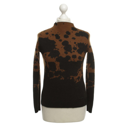 Burberry Sweater with abstract pattern