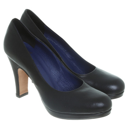 Fred de la Bretoniere Plateau Pumps in black