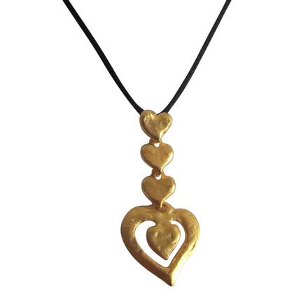 Yves Saint Laurent Collier de coeur.