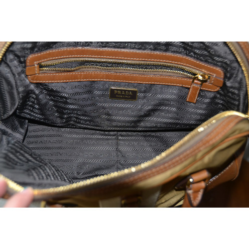 Prada leather and canvas bag - Second Hand Prada leather and canvas ... 88ed79b6a965b