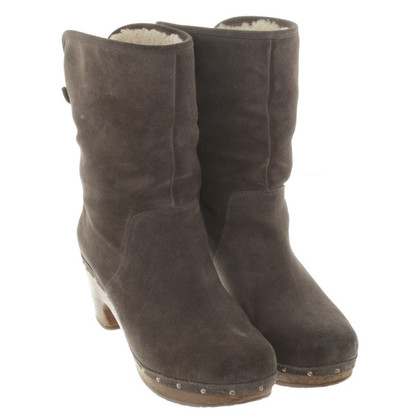 Ugg Ankle boots with lambskin