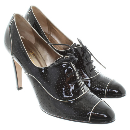 Valentino pumps in black and white
