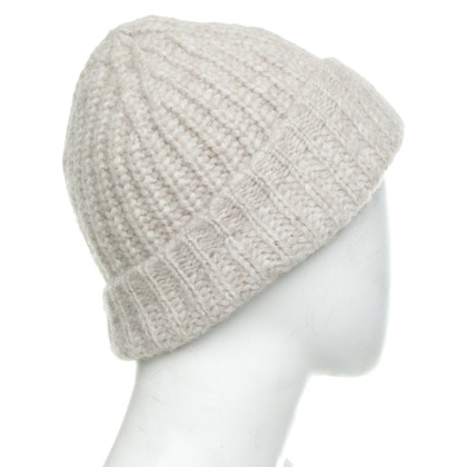 Closed Knitted hat in beige