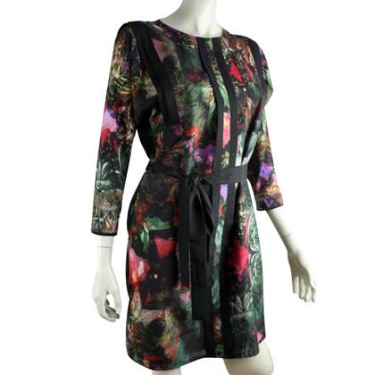 Ted Baker Bloem jurk met een tailleband