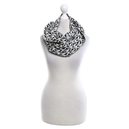Michael Kors Scarf in black and white