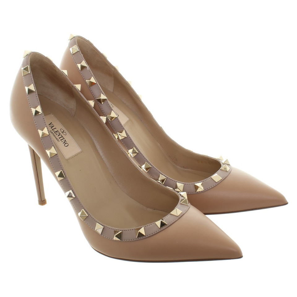 valentino rockstud pumps in nude second hand valentino rockstud pumps in nude gebraucht. Black Bedroom Furniture Sets. Home Design Ideas