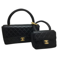 chanel tasche aus schwarzem leder second hand chanel tasche aus schwarzem leder gebraucht. Black Bedroom Furniture Sets. Home Design Ideas