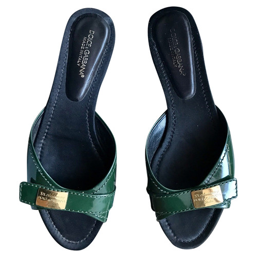 8f742895d073 Dolce   Gabbana Sandals Patent leather in Green - Second Hand Dolce ...