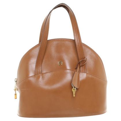 aigner handtasche in braun second hand aigner handtasche in braun gebraucht kaufen f r 119 00. Black Bedroom Furniture Sets. Home Design Ideas
