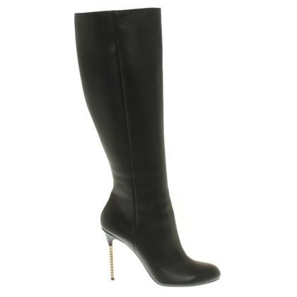 Valentino Bottes en noir