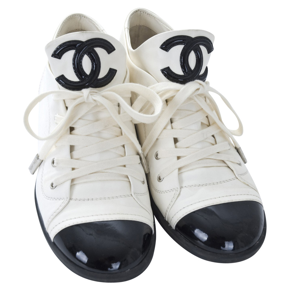 chanel sneakers second hand chanel sneakers gebraucht kaufen f r 375 00 2317889. Black Bedroom Furniture Sets. Home Design Ideas