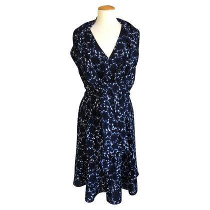 Windsor abito estivo con contenuti di seta e sciarpa