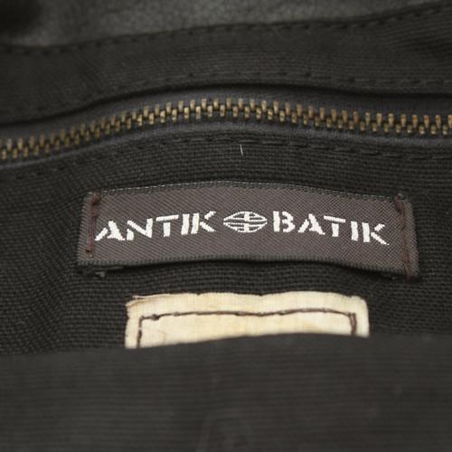 000399ff496c4 Antik Batik Clutch aus Leder in Schwarz - Second Hand Antik Batik ...