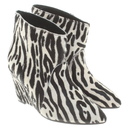 Gestuz Ankle boots in animal look