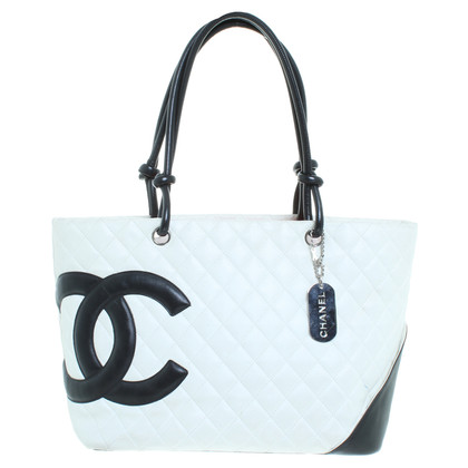 Chanel Shoppers in crème