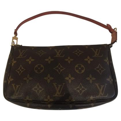 Louis Vuitton Pochette LV