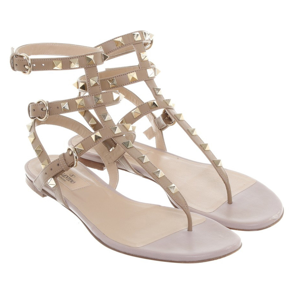 valentino rockstud sandalen in nude second hand valentino rockstud sandalen in nude gebraucht. Black Bedroom Furniture Sets. Home Design Ideas