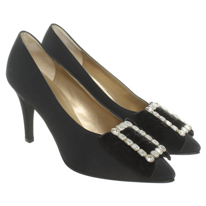 Yves Saint Laurent pumps with application