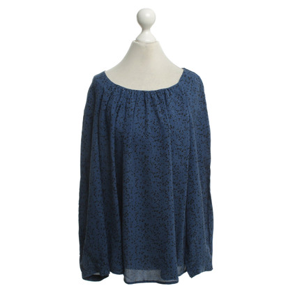 Closed Silk blouse with pattern