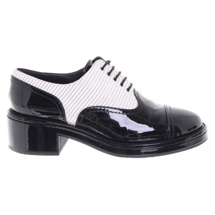 Chanel Lace-up shoes in white / black