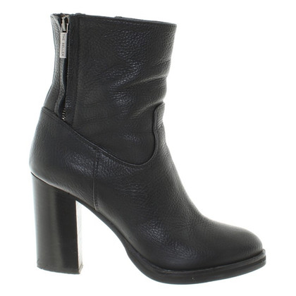 The Seller Boots in Black