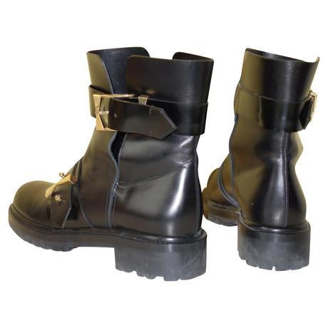 Alexander McQueen Biker Boots mit Cut Outs Schwarz Verkauf Shop-Angebot Verkauf Hochwertige Freies Verschiffen Bester Verkauf Billig Verkauf Footlocker Finish wqstbJRRi7