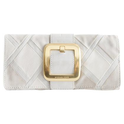Michael Kors witte clutch met gouden gesp.