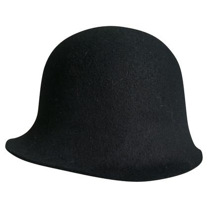 Armani hoed