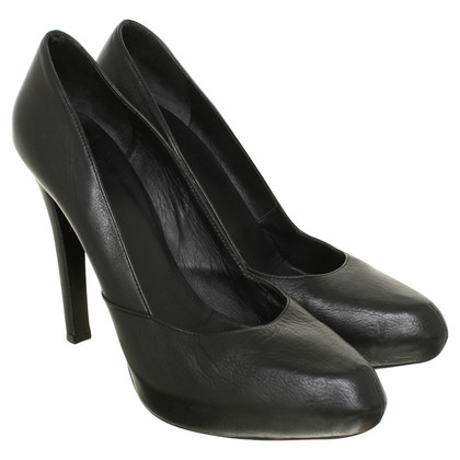 Givenchy Leder-Pumps in Schwarz