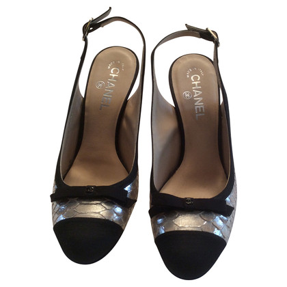 Chanel Slingback Pumps in black/gold