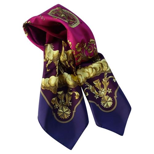 ad055199f22c Hermès foulard de soie - Acheter Hermès foulard de soie d occasion ...