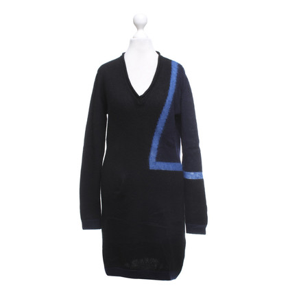 Costume National Robe en maille en noir / bleu