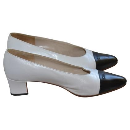 Chanel two-tone schoenen