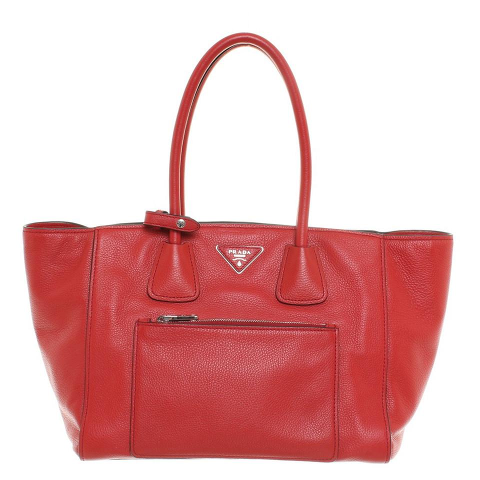 prada handtasche in rot second hand prada handtasche in rot gebraucht kaufen f r 800 00. Black Bedroom Furniture Sets. Home Design Ideas