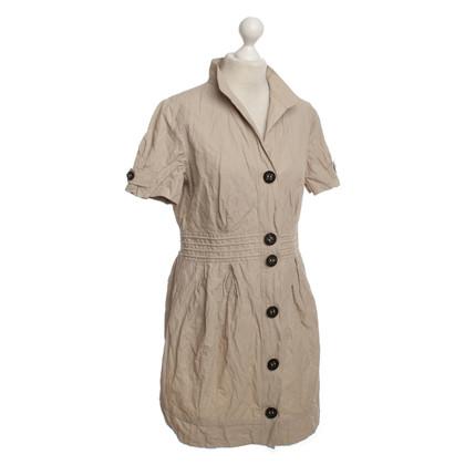 Set Dress in beige