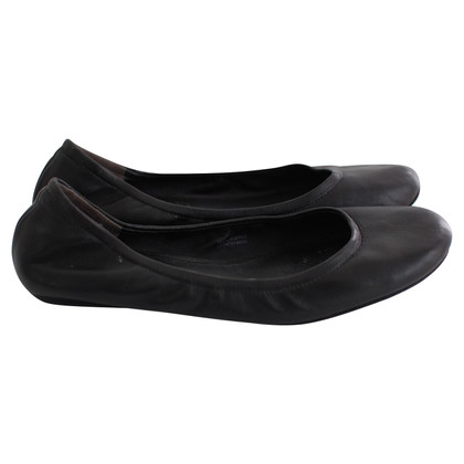 Vera Wang Vera Wang Leather Flats