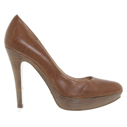 Pura Lopez pumps in brown