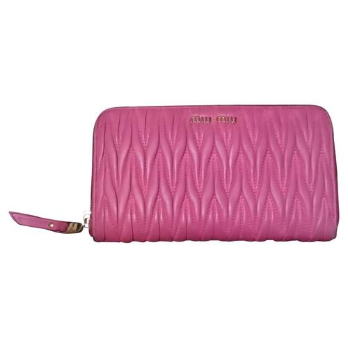 Miu Miu Bag Purse Leather in Pink - Second Hand Miu Miu Bag Purse ... 8fb25d3c778ac
