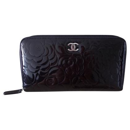"Chanel ""Camelia Zip Wallet"" aus Lackleder"