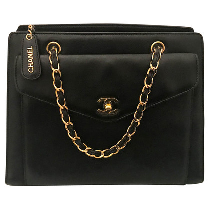 Chanel Leather handbag with gold hardware