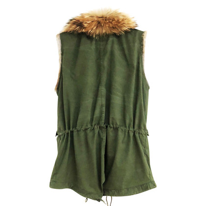 Barbed Vest with fur collar
