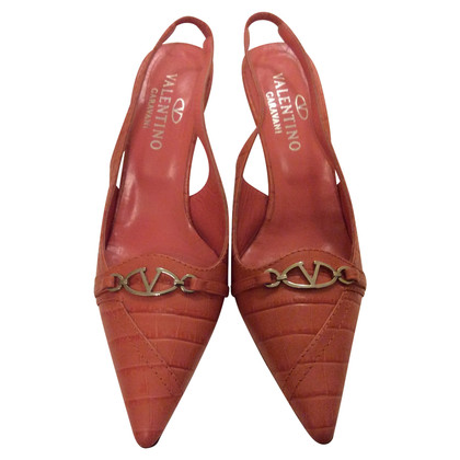 Valentino pumps in coral red