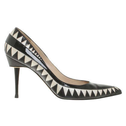 Manolo Blahnik pumps in black / white