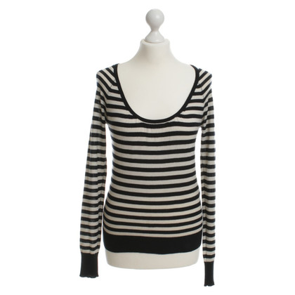 Closed Sweater with stripe pattern