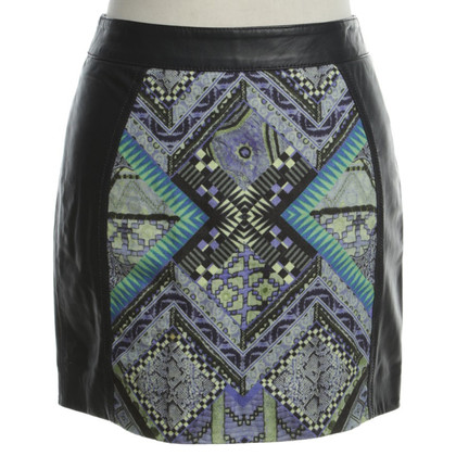 Matthew Williamson Leather skirt with pattern